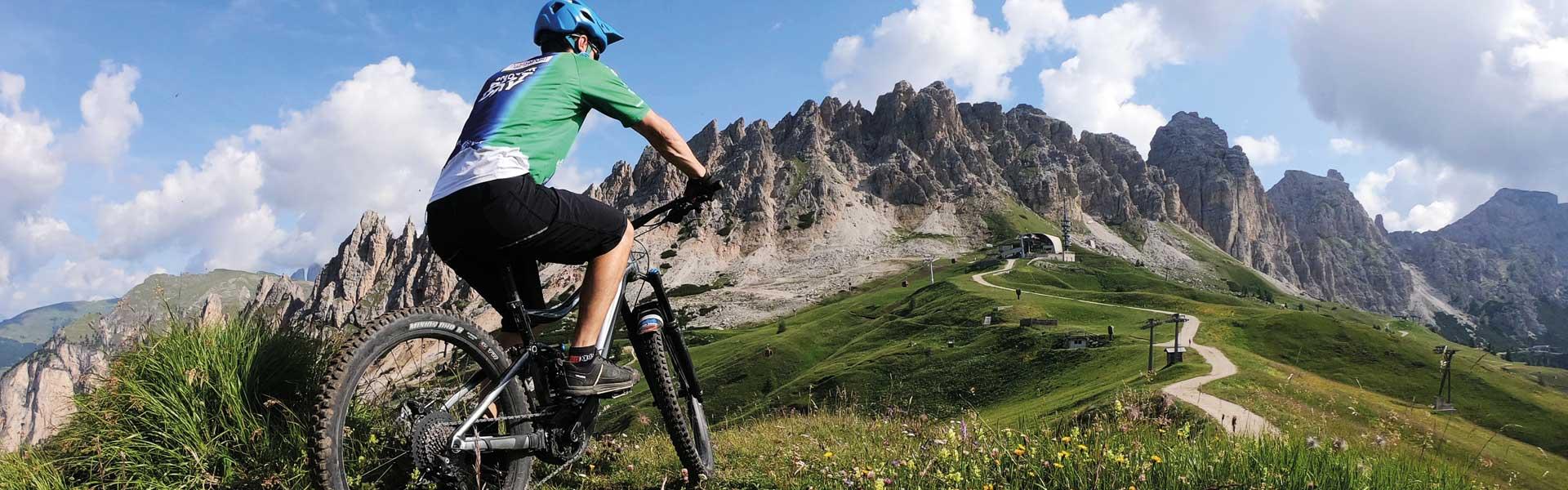 bike tour Val Gardena - passo gardena